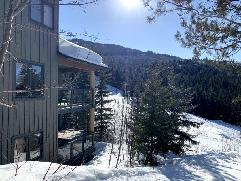Ridge offers large covered decks with spectacular mountain views