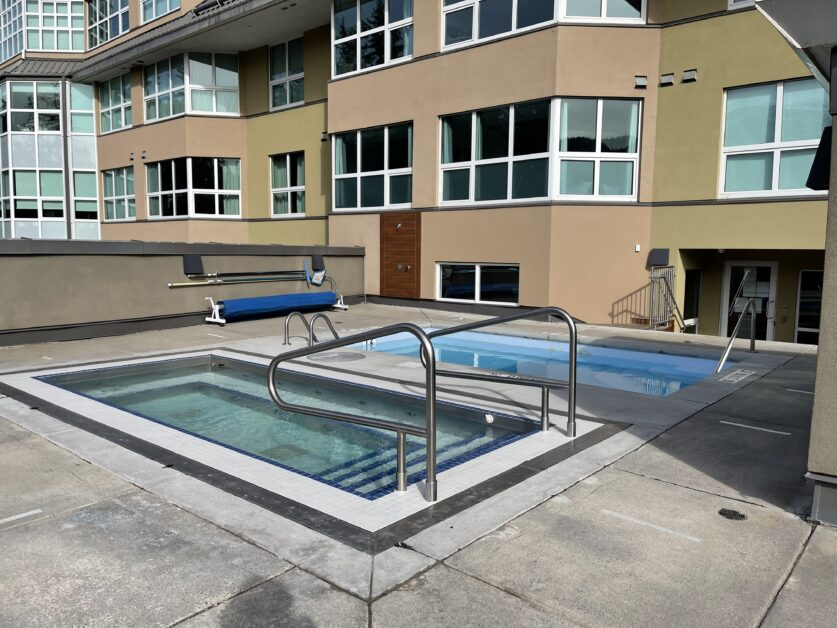 Le Chamois outdoor hot tub and dip pool