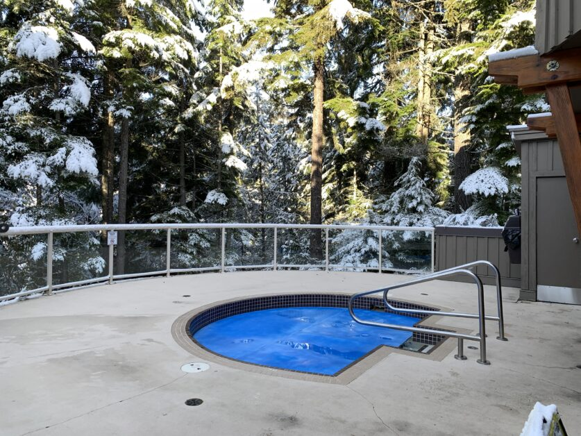 Painted Cliff communal hot tub